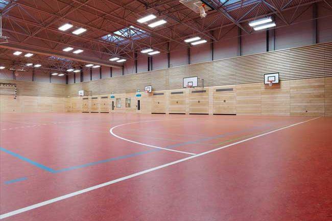 Sporthalle Canisius Gymnasium, Ahaus. Der neue Sportboden der Turnhalle in Ahaus ist bereit für den Sportunterricht.