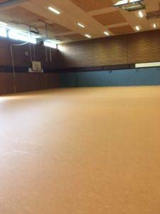 Sporthalle Bremervörde mit einem neuen Sportbodenbelag. Die Turnhalle ist wieder nutzbar.
